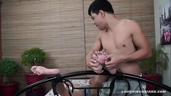 2019-01-04 04:33:40 - Asian Twink tickling and foot fetish 5 min  HD http://www.neofic.com