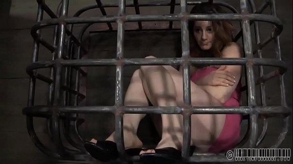 Красивая сисястая телка мастурбирует