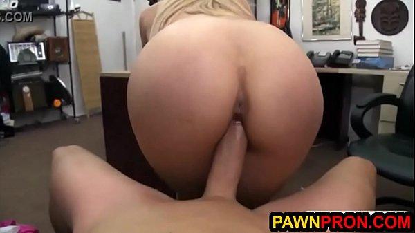 Парень пригласил девушку на квартиру порно