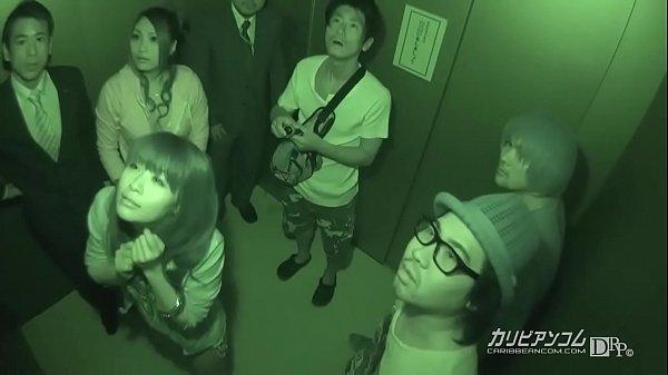 Kekunci di lift terus ng seks bareng