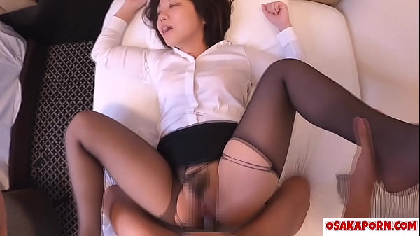 Amateur Asian with stockings enjoys sex of dogg...