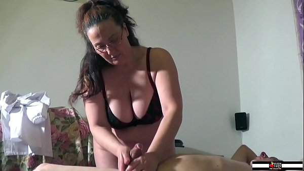 Mature busty masseuse wildly wanking a cock Thumb