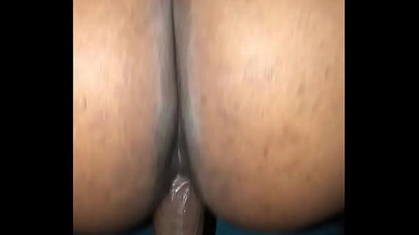 Тельная блондинка получает оргазм