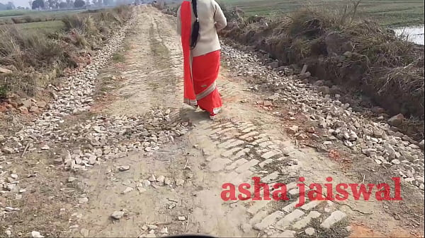 Desi village aunty was going alone, she was patted Thumb