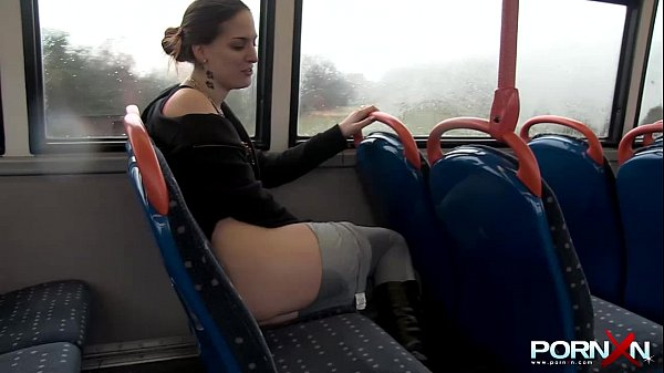 PORN XN Sexy babe Pissing in Public
