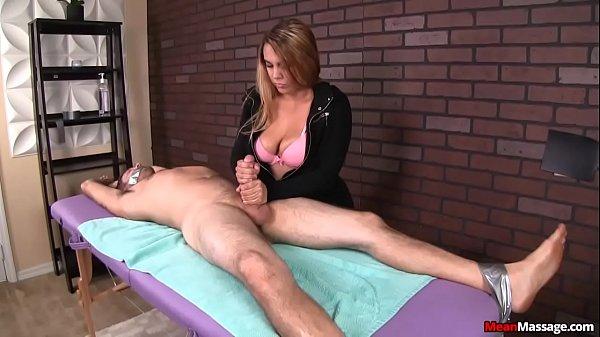 Парень сам себя мастурбирует и пет сперму
