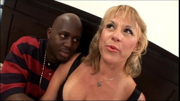 Hot blonde amateur milf with nice tits banging black cock in mom sex video Thumb
