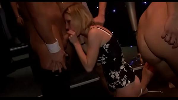 Женщина мастурбирует на скрытую камеру видео нарезка