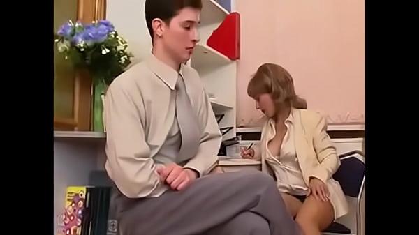 Молодую секретаршу трахает смотреть видео
