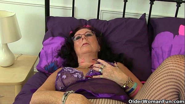 British granny Savana still loves toying her old pussy Thumb