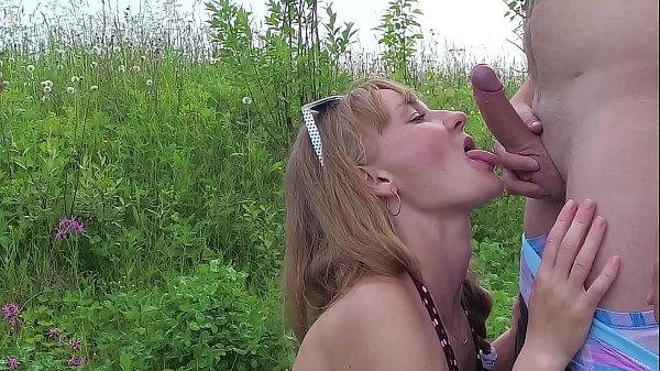 Risky Public Outdoor blowjob in the park. Amateur couple having fun on a picnic