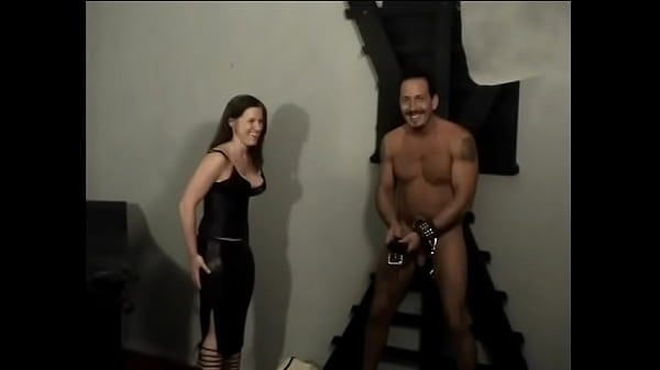 Hot bitch in a leather suit lets a muscular dude lick her legs Thumb