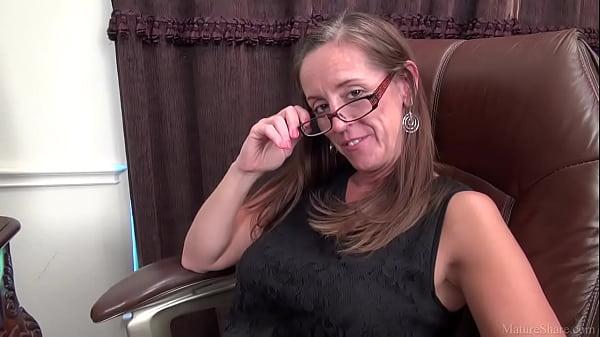 Sexy MILF porn video Julie Thumb