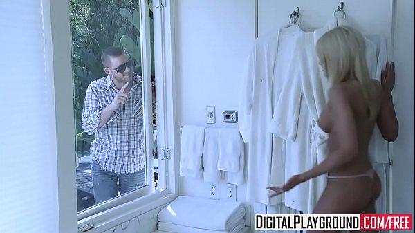(Jennifer White, Riley Steele) Share one lucky cock - Digital Playground
