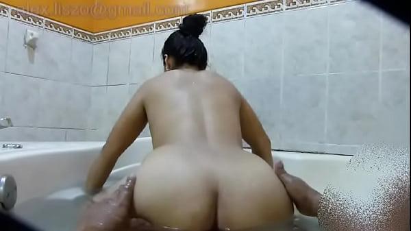 culona sexo y orgasmo en jacuzzi