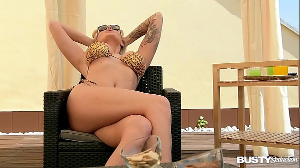 Busty seduction Kayla Green masturbates on balcony until she orgasms