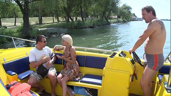 Vom besten Freund die Frau gefickt auf einem Boot Thumb