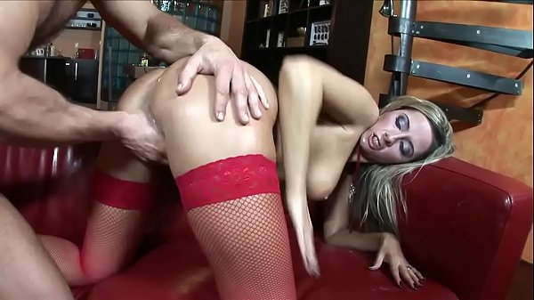 Daria has one of her students empty her balls during a private lesson