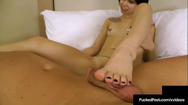 Short Haired Sweeties Bailey Paige Gives An Amazing Footjob! Thumb