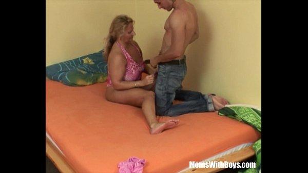 Секс с молодой служанкой