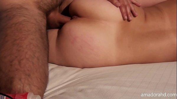 Девушка с большими сиськами трахается в бикини