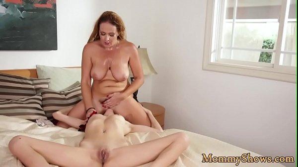 Pussylicking MILF queens her stepdaughter