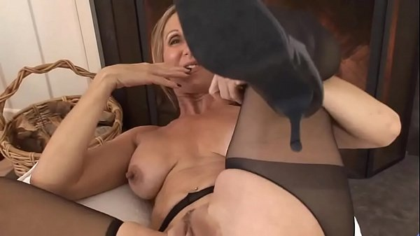 Jenna Covelli – big nipples-suspender tights