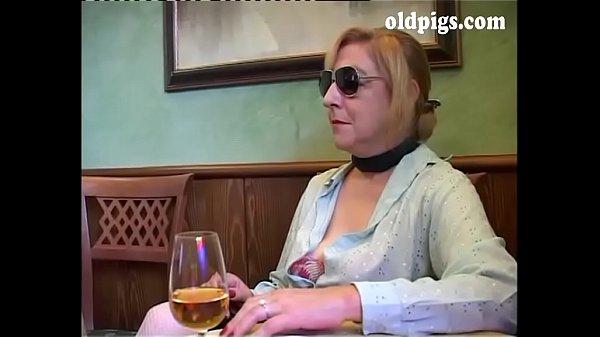 Порно старые в баре