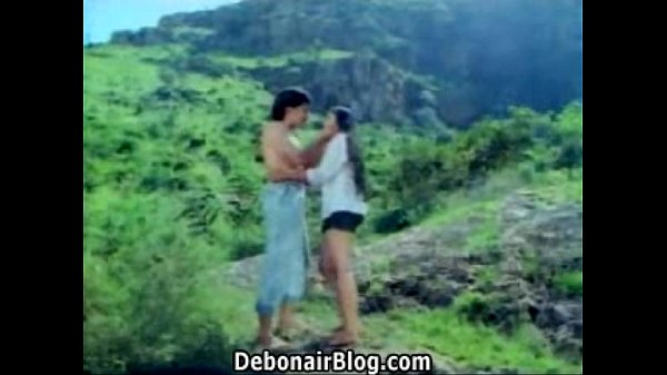 Mallu young beauty hugh boob grab in river.What is the movie actress name please Thumb