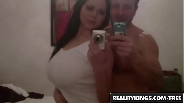 Curvy babe (Shione Cooper) makes a sextape - Reality Kings Thumb