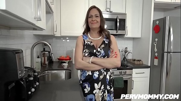 WTF ! Aunt Elexis Morgan Got seduced and fucked HARD Thumb