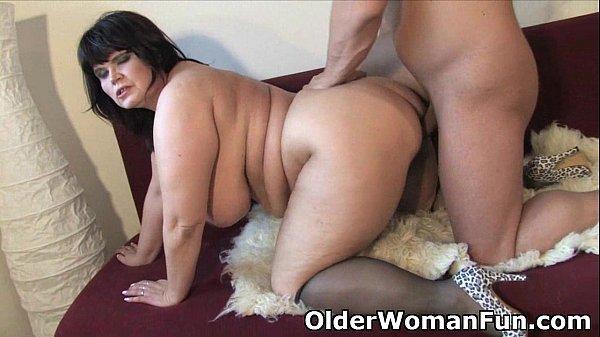 Пожилая толстая женщина поимела пацана