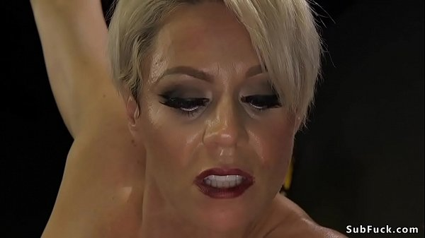 Milf mistress in latex anal bangs slave
