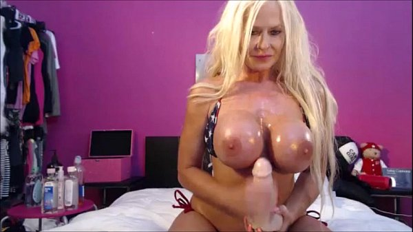 Kelley Cabbana Toys her Pussy on LIVE webcam