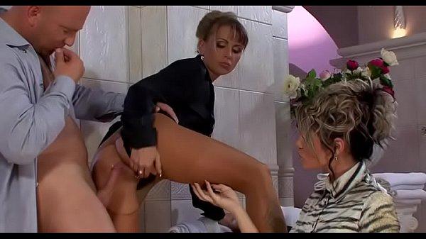Скрытая камера в женский туалет китай писсинг