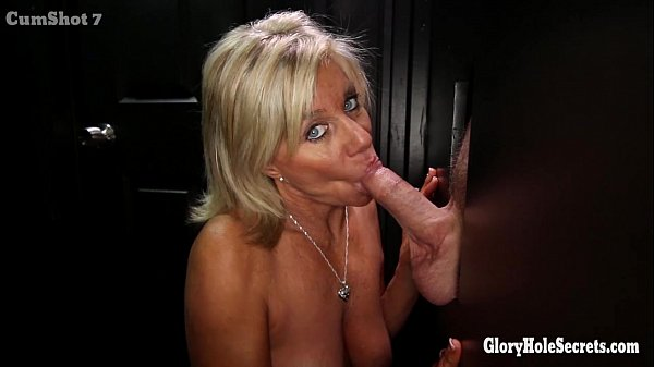 Gloryhole Secrets Mature blonde shows off her years of skill Thumb