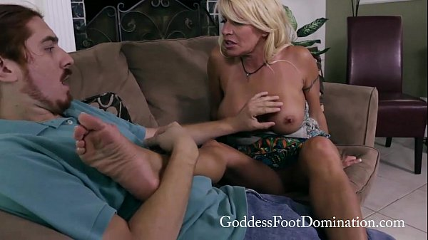 Auntie Gina Gets Foot Love