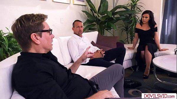 Porno online moglie cazzo marito amici