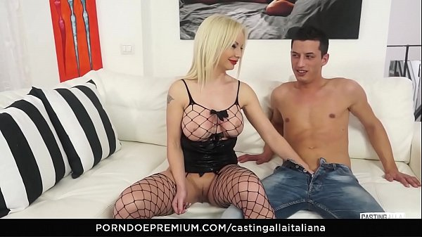 CASTING ALLA ITALIANA - Audition ass drilling with horny Italian amateur