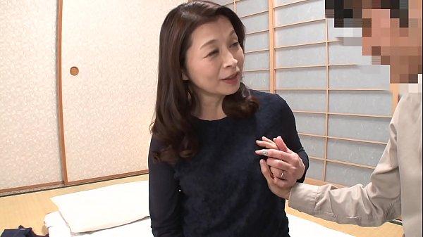 「初めてがおばさんと生じゃいやかしら?」童貞くんが人妻熟女と最高の筆下ろし性交 遠田恵未