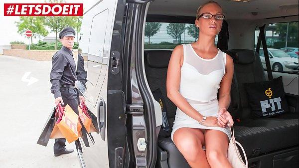 VIP SEX VAULT - Horny Milf Cums All Over the Ta...
