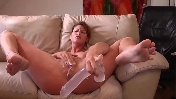 Huge Dildo Make Her Squirt Live on www.meetcambabes.com