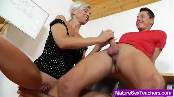 Blond-haired Madam giving a blowjob Thumb