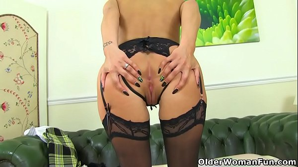 British milf Cassie strips off and dildos her f...
