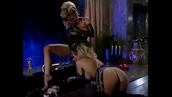 Two blonde supermodels Samantha Strong and Shelby Stevens are making out Thumb