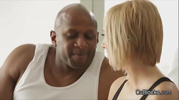 porno-bolshie-hui-negrov-v-anale-belih-suk-vidi-szadi-domohozyayka