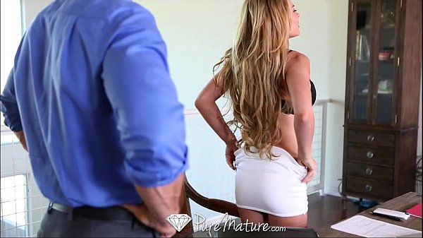 HD - PureMature MILF Corrina Blake shows off her new toy Thumb
