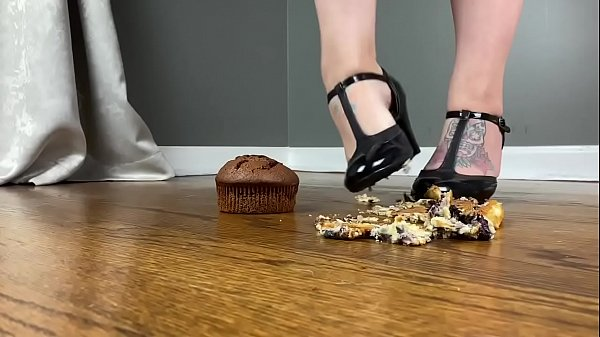 Frannie Feets Crushes Muffins In Sexy Heels Thumb