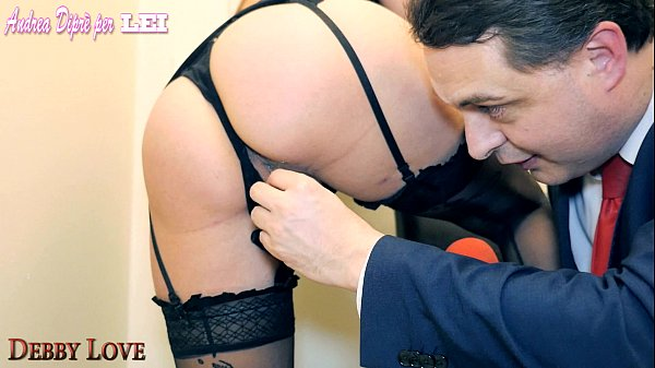 Debby Love fa assaggiare la sua fica ad Andrea Diprè Thumb