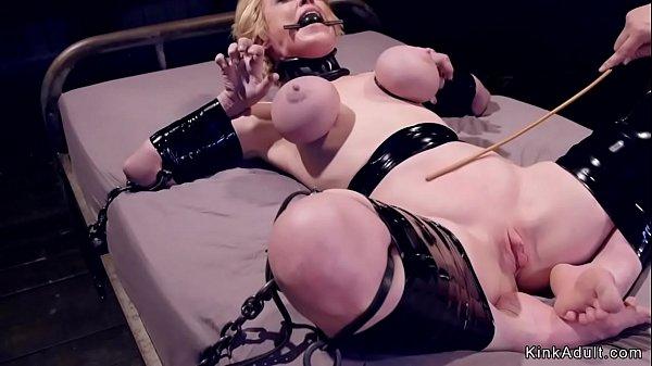 סרטון פורנו Milf gets huge tits tormented in bondage